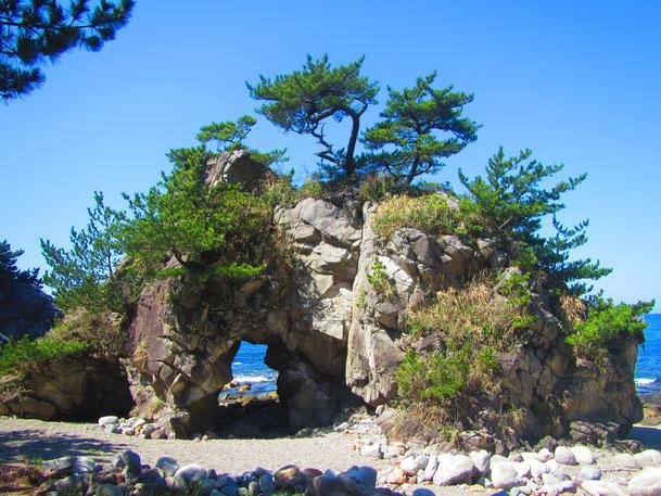 ぶっとおし岩|神津島