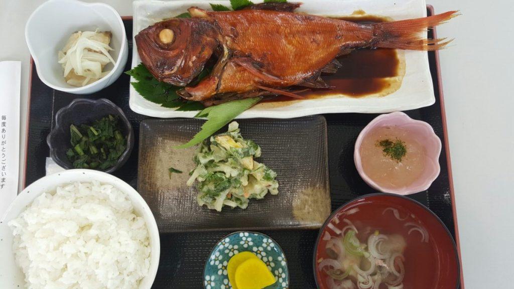 金目鯛の定食(上から)!|神津島の海の家